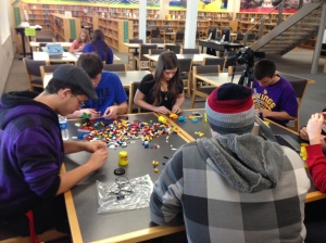 01_SRRHS Students engaged in a makerspace program. Image provided by Maria Burnham.